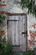 wooden-door-408386_640